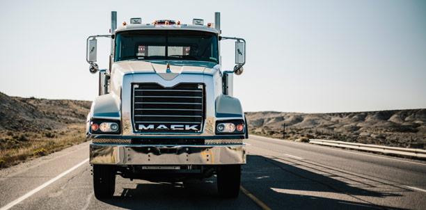 Mack Titan 1